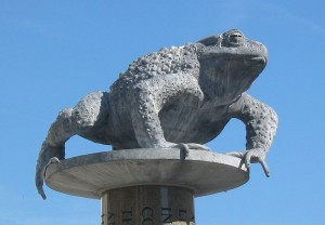 """Lé Bouân Crapaud"" - Toad on a Pole Statue in St Helier"