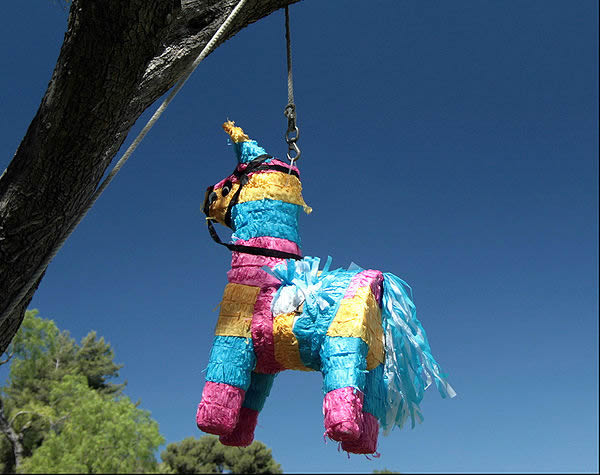 Does Mexico Celebrate Christmas.Christmas Traditions Around The World Guernseydonkey Com