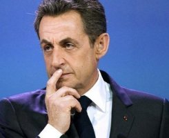 Body Language : Sarkozy touching his face