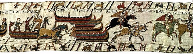 HIC EXEUNT DE NAVIBUS . ET HICMILITES FESTINAVERUNT HESTINGHAM UT CIBUM RAPERENTUR. : Here the horses go ashore. And here the soldiers hurried to Hastings to requisition food.