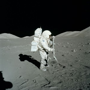 Astronaut_moon_rock